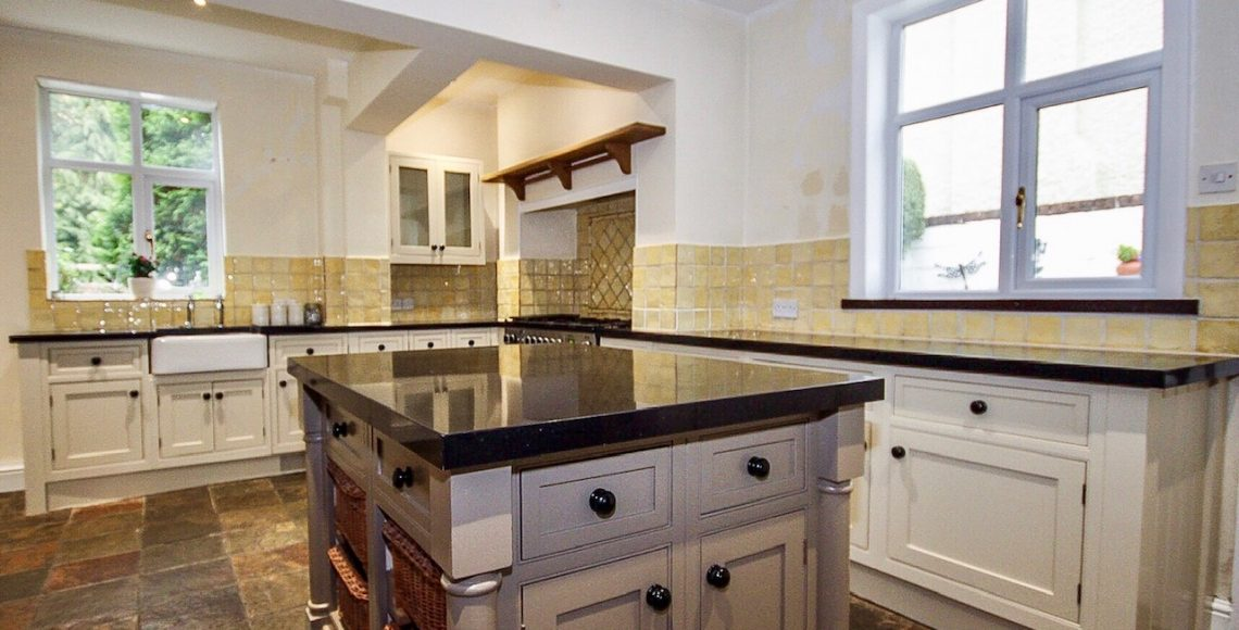 kitchen cabinet painter Christleton Cheshire