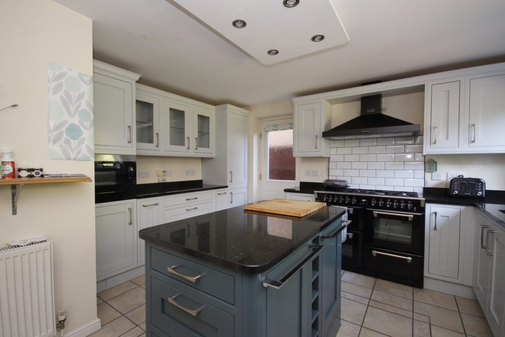 kitchen cabinet painter Great Sankey Warrington Cheshire