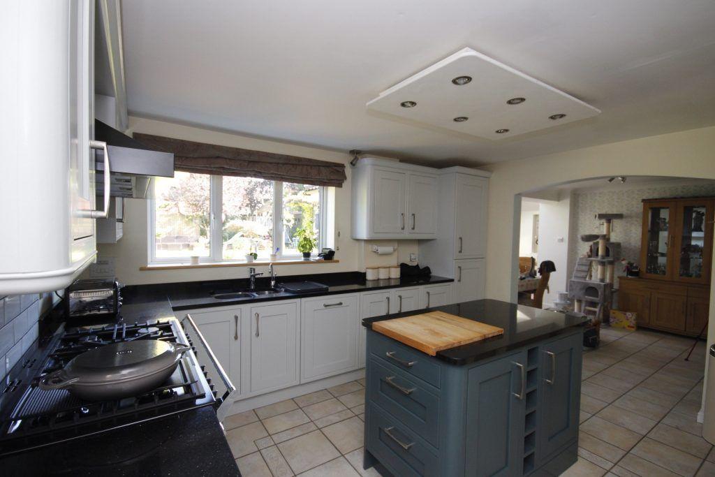 kitchen cabinet painter Great Sankey Warrington Cheshire